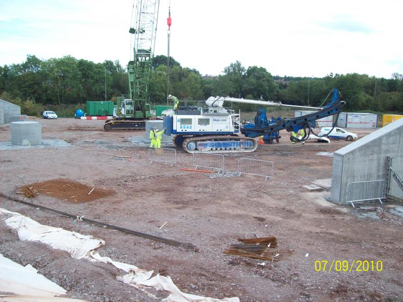 BBGE arrive on site - Crawler and Piling rig on site.