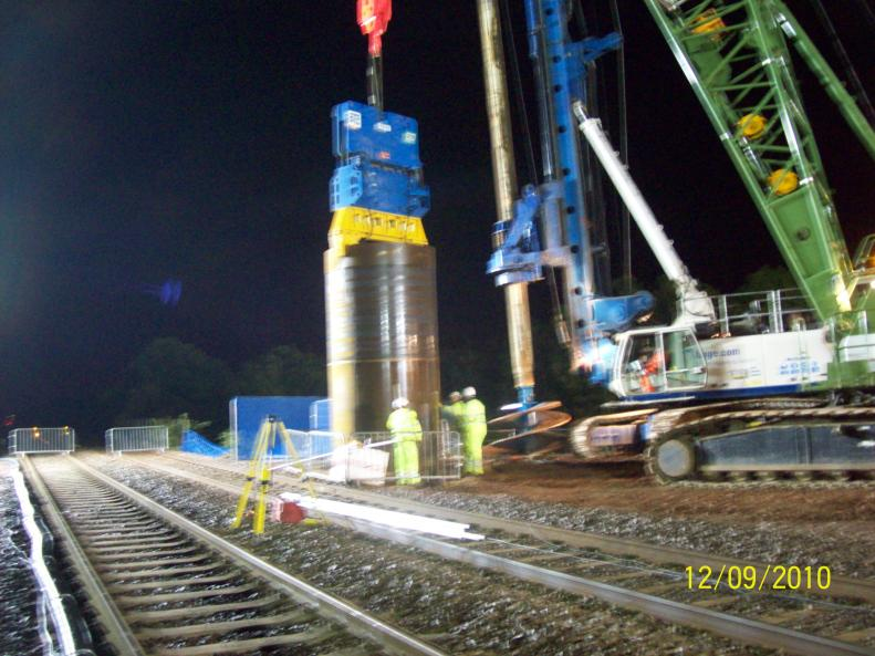 Crane fitted with the vibro hammer to drive the casing into the ground