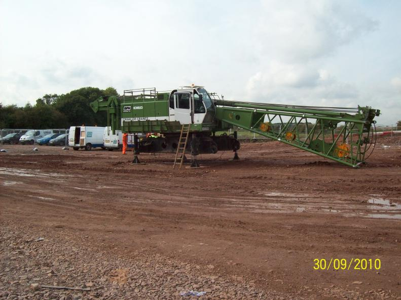 BBGE stripping down the crawler cranes to leave site.
