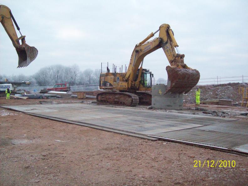 65t Excavator pulling out the temporary works.