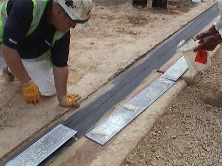 Buried joint being fixed over the deck end and rolling block
