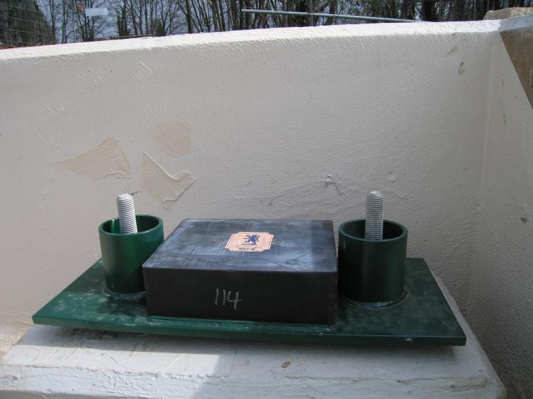 Bearings set up on the abutments