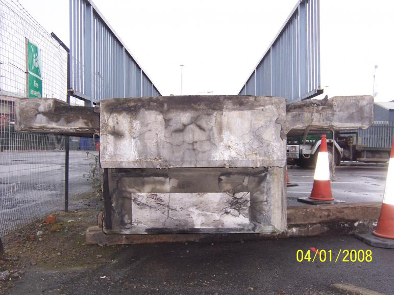 Undamaged end of the central span.