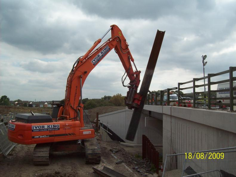Ivor King Movax rig removing the sheet piles