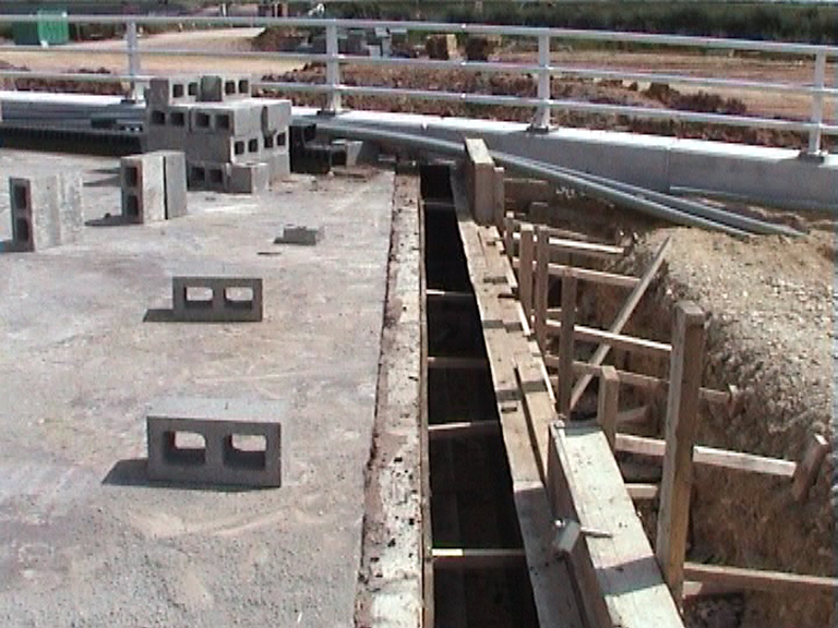 Formwork erected for the rolling block